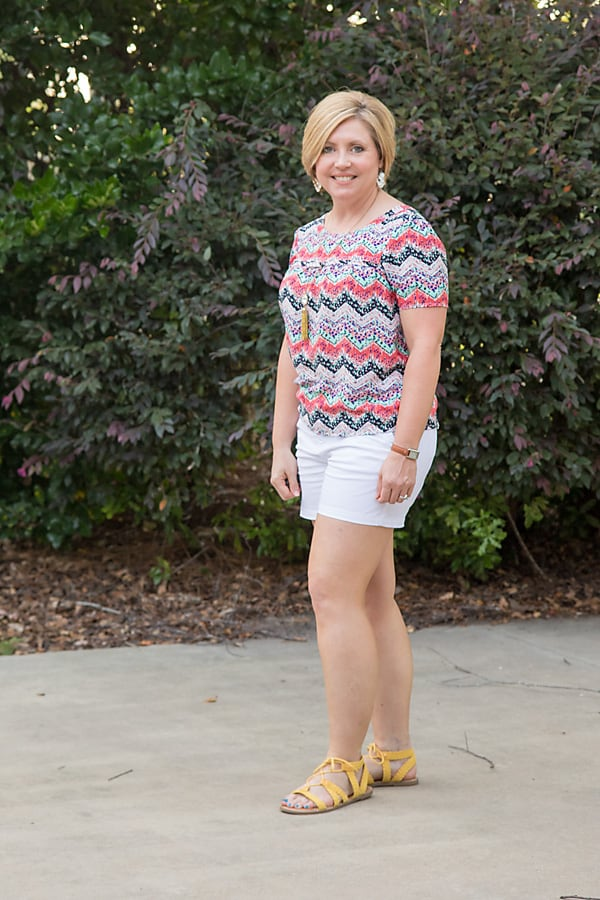 print top with white shorts, white shorts outfit, summer outfit