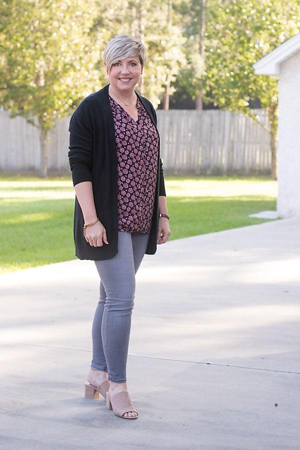 grey skinny jeans with black cardigan