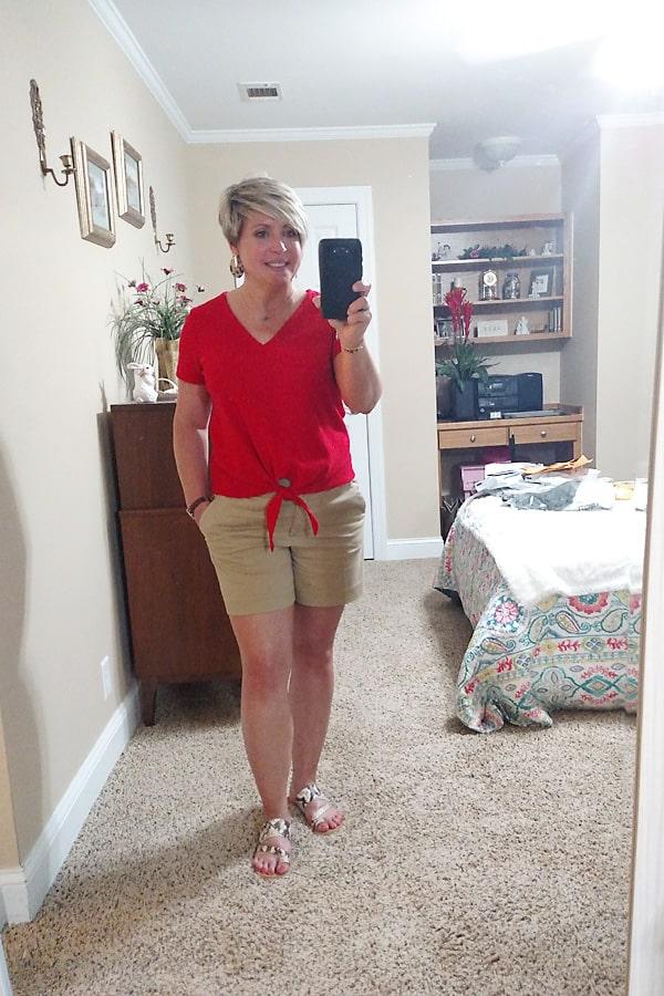 khaki shorts summer outfit