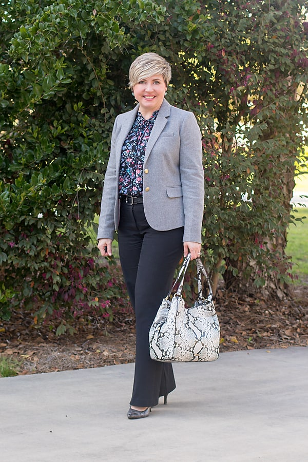 single breasted blazer office outfit
