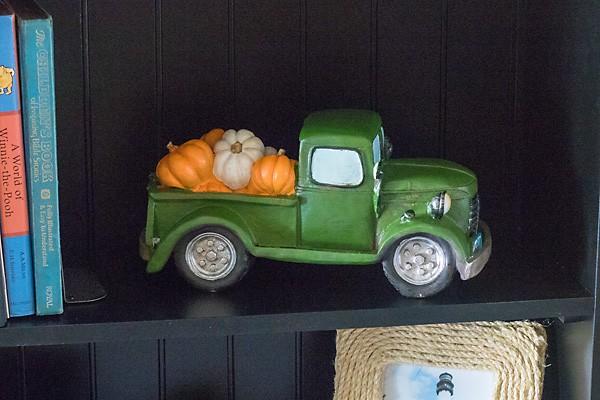 pumpkin truck fall decor