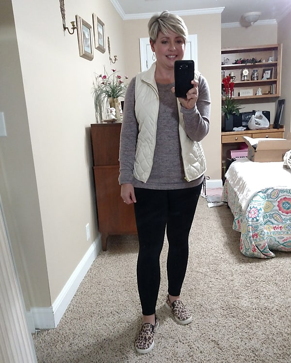 casual leggings and vest outfit