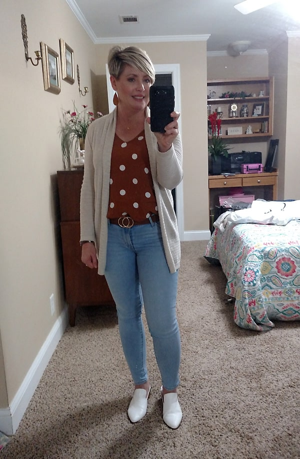 white mules with light wash jeans fall outfit