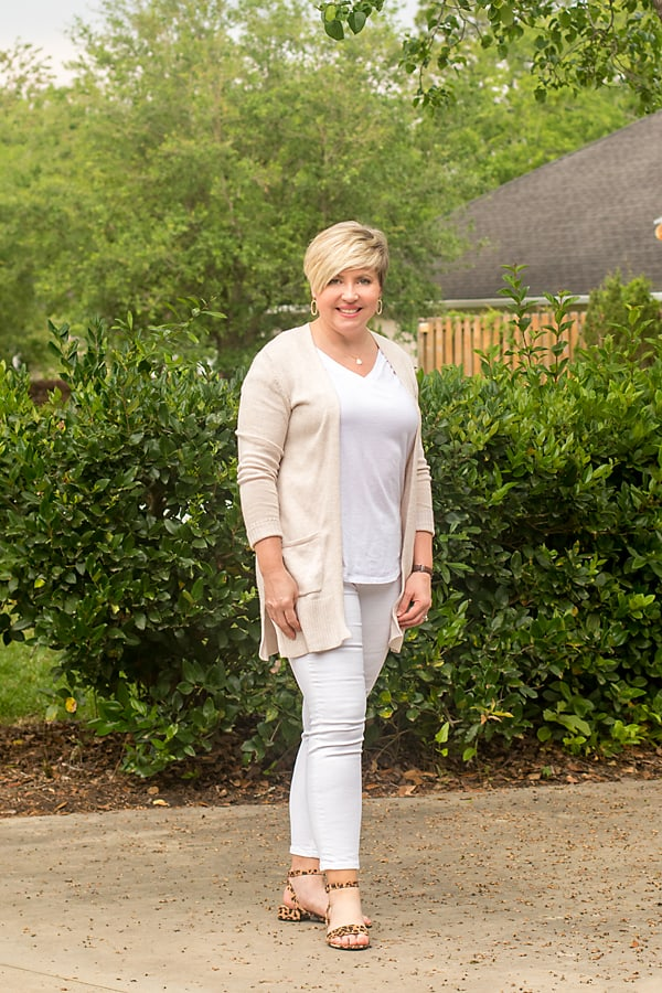 neutral outfit, all white outfit
