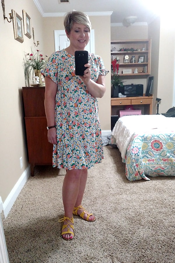 Review of summer dresses and skirts. Sweet ruffle sleeve floral summer dress.