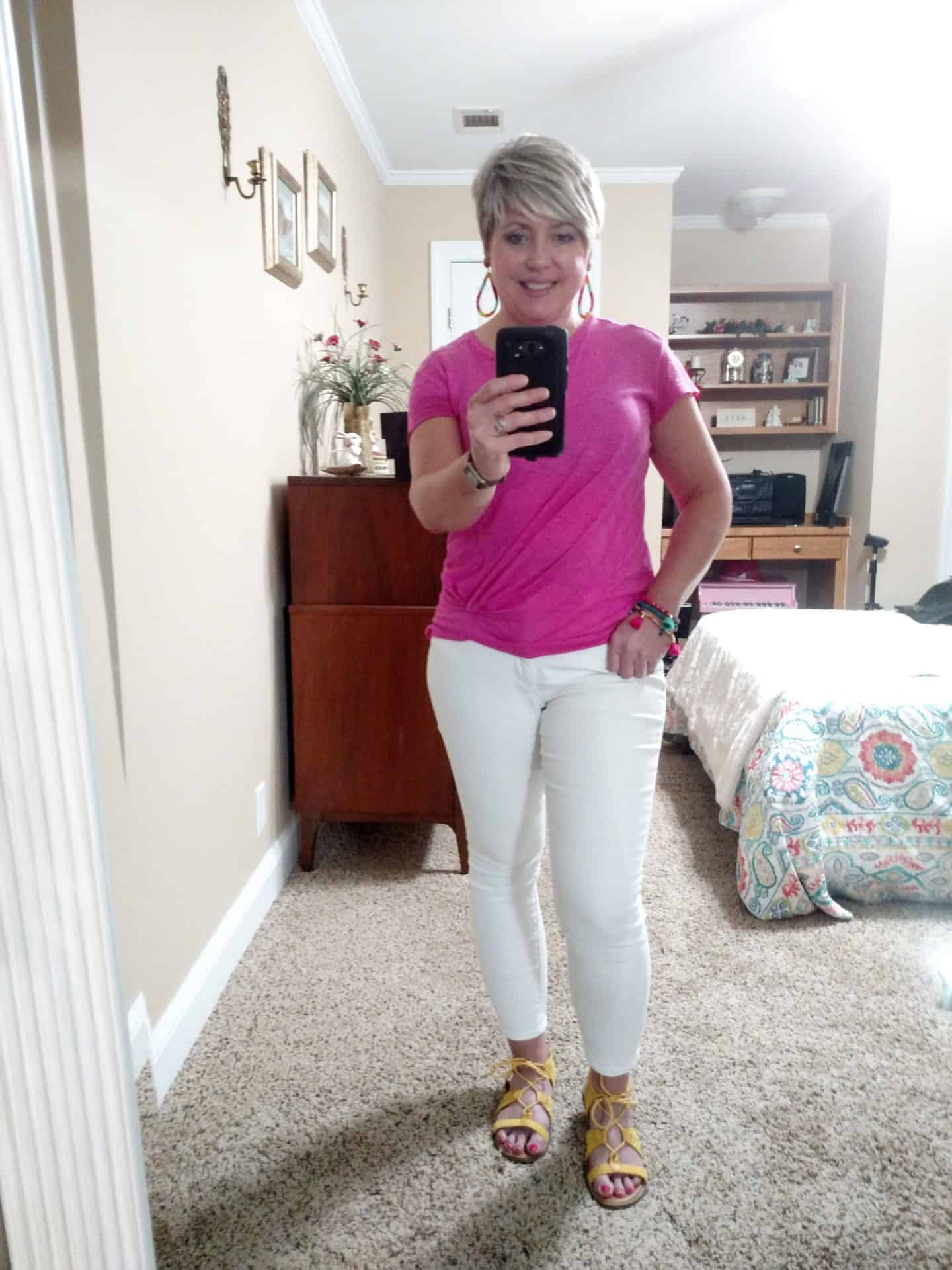 casual summer white jeans outfit