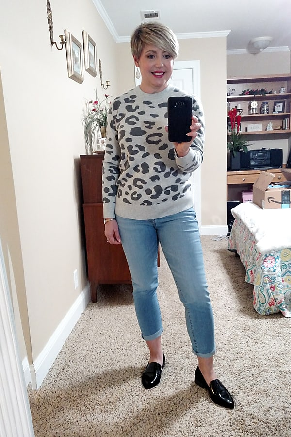 boyfriend jeans and leopard print sweater outfit