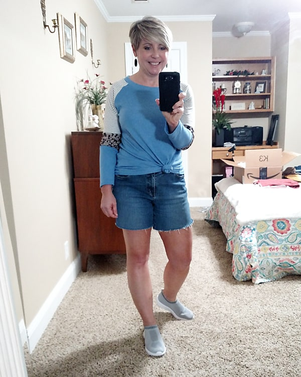 Amazon color block tee and cut off shorts for early fall outfit