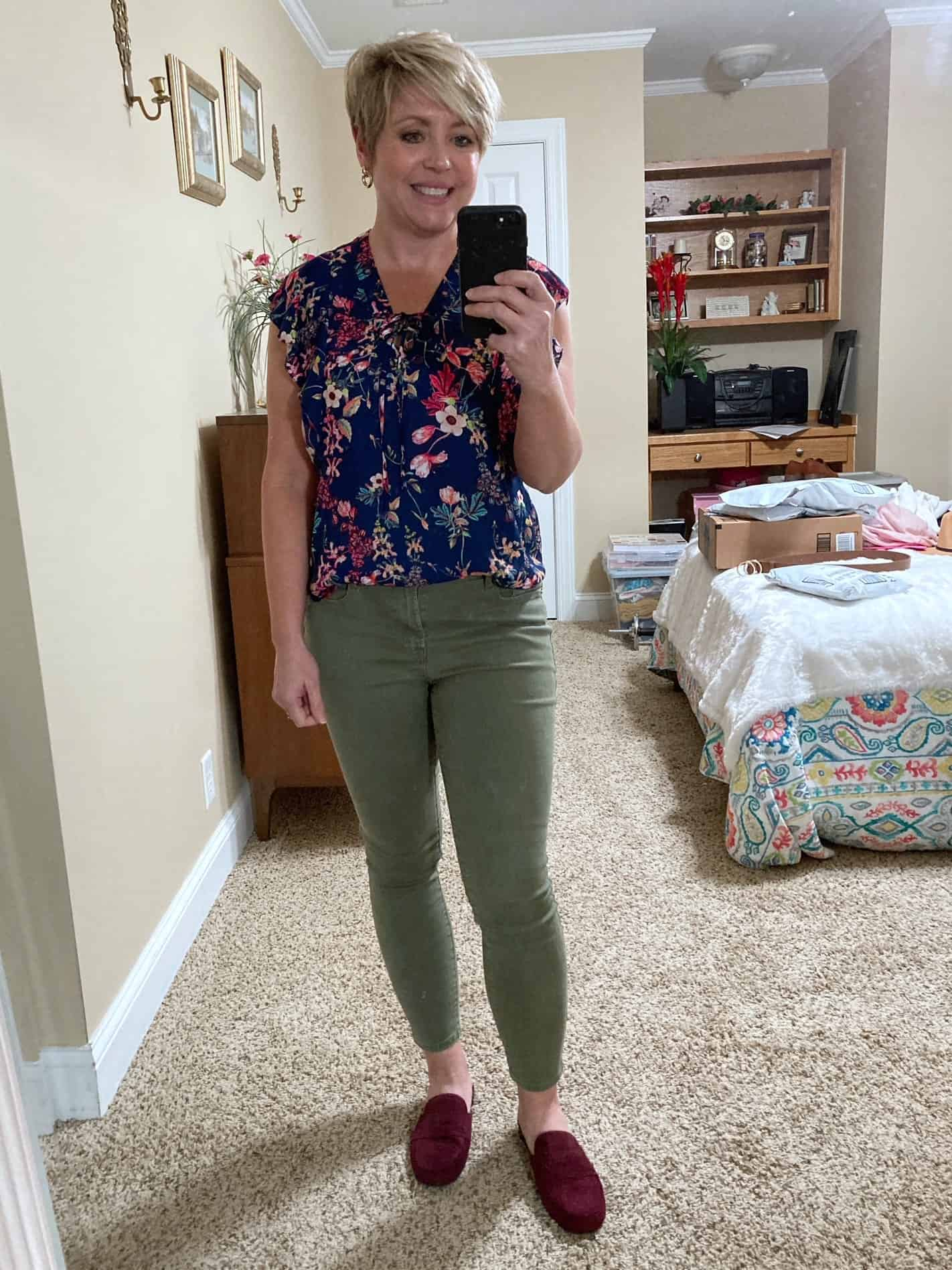 olive jeans and navy floral top casual outfit