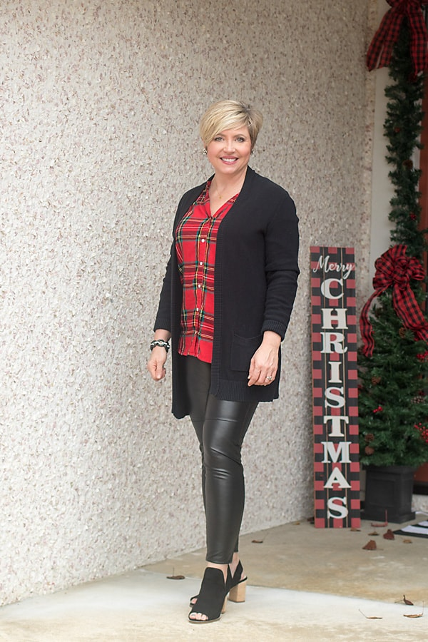 Faux leather leggings outfit