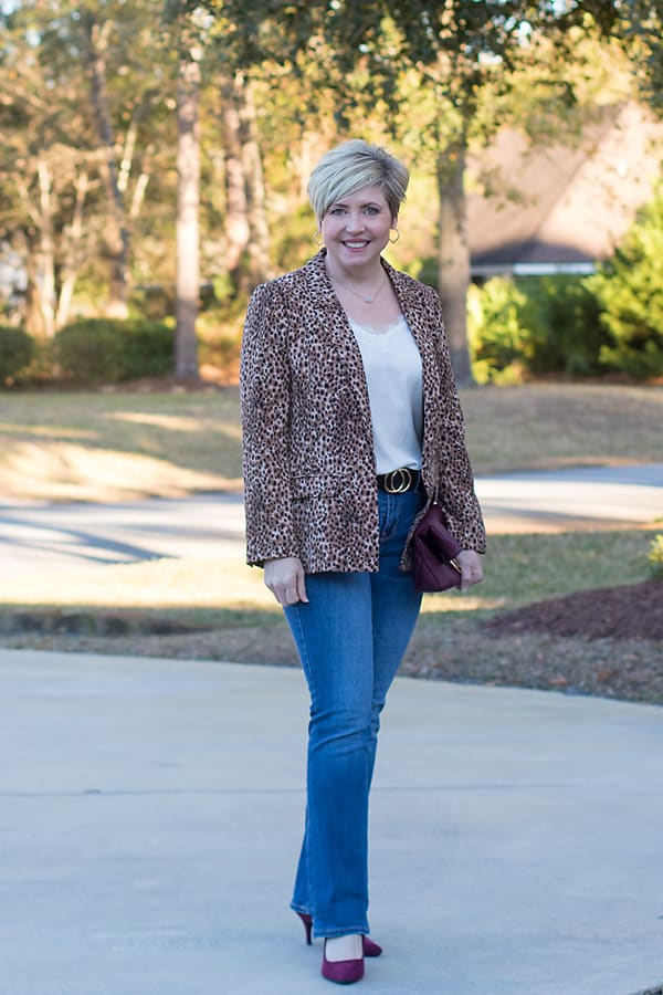 dressy casual Valentines Day outfits with jeans and blazer