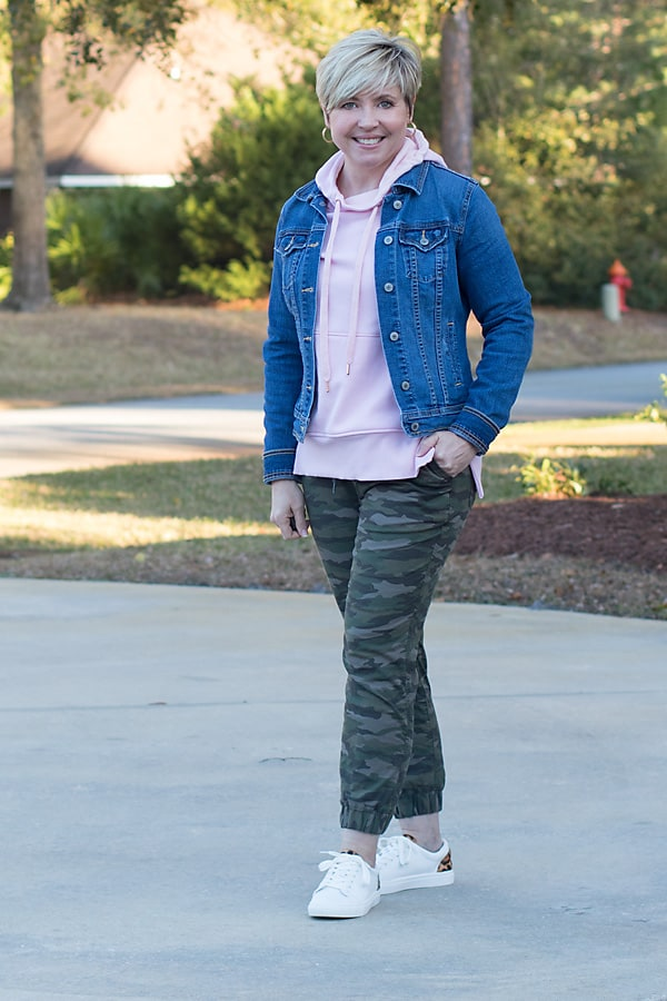 Cute casual Valentine's Day outfits with joggers and hoodies
