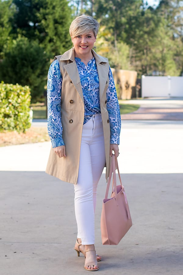 women's spring outfit with white jeans and sleeveless trench