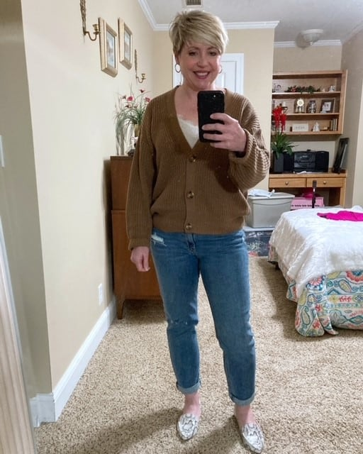 women's casual outfit with boyfriend jeans and cropped button front cardigan