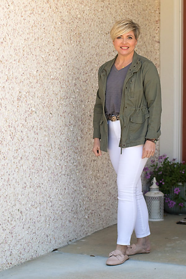 utility jacket outfit with white jeans
