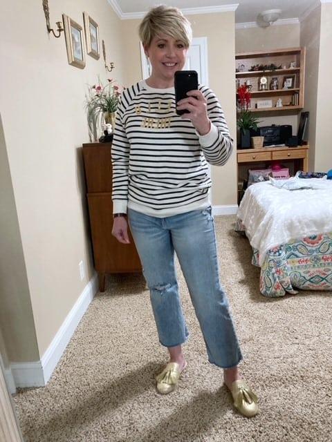 women's lightwash jeans outfit