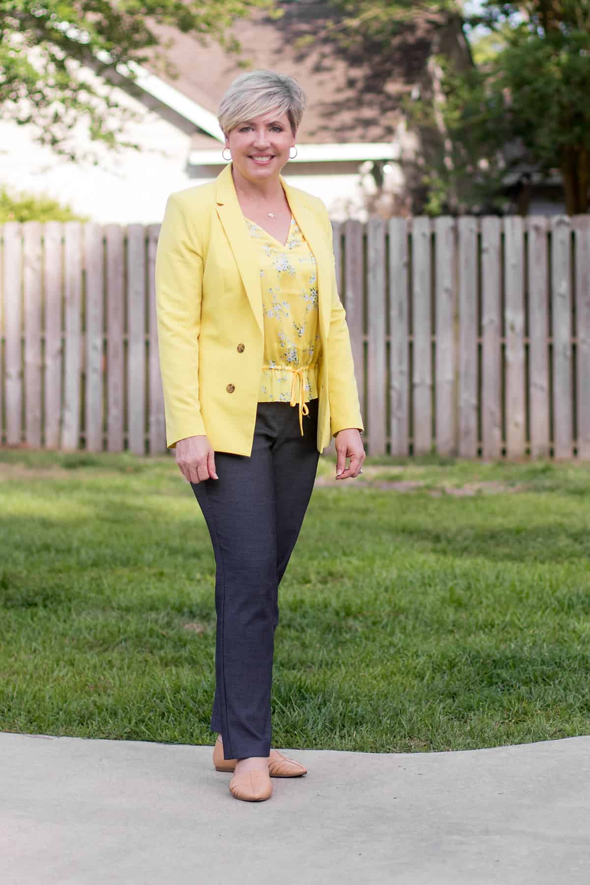 yellow blazer and grey pants work wear outfit