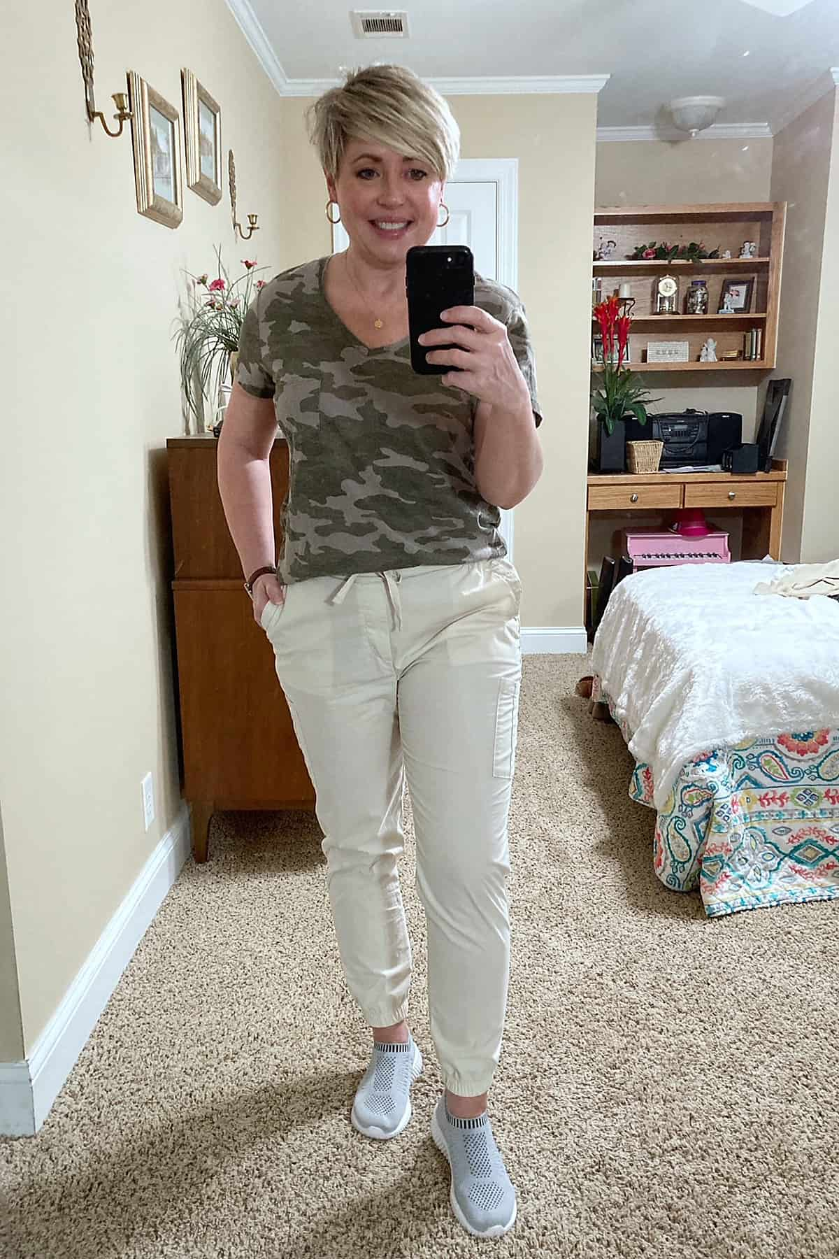 women's spring jogger outfit