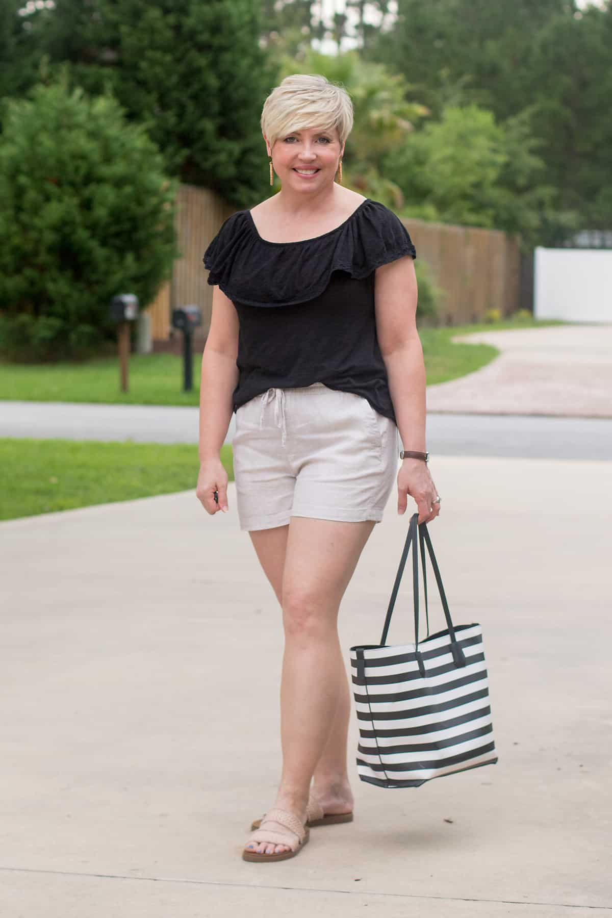 Pull on shorts summer fashion items to embrace