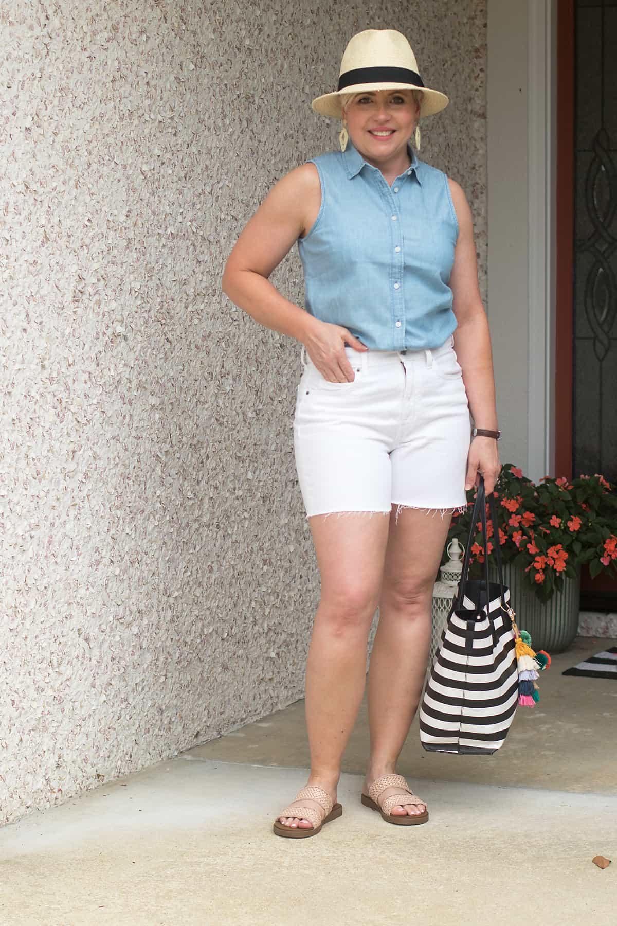 cute summer outfit ideas with white cutoff denim shorts