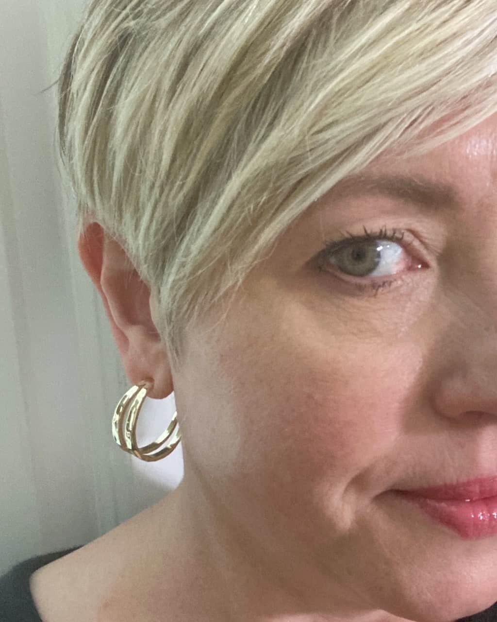 Kendra Scott hoop earring