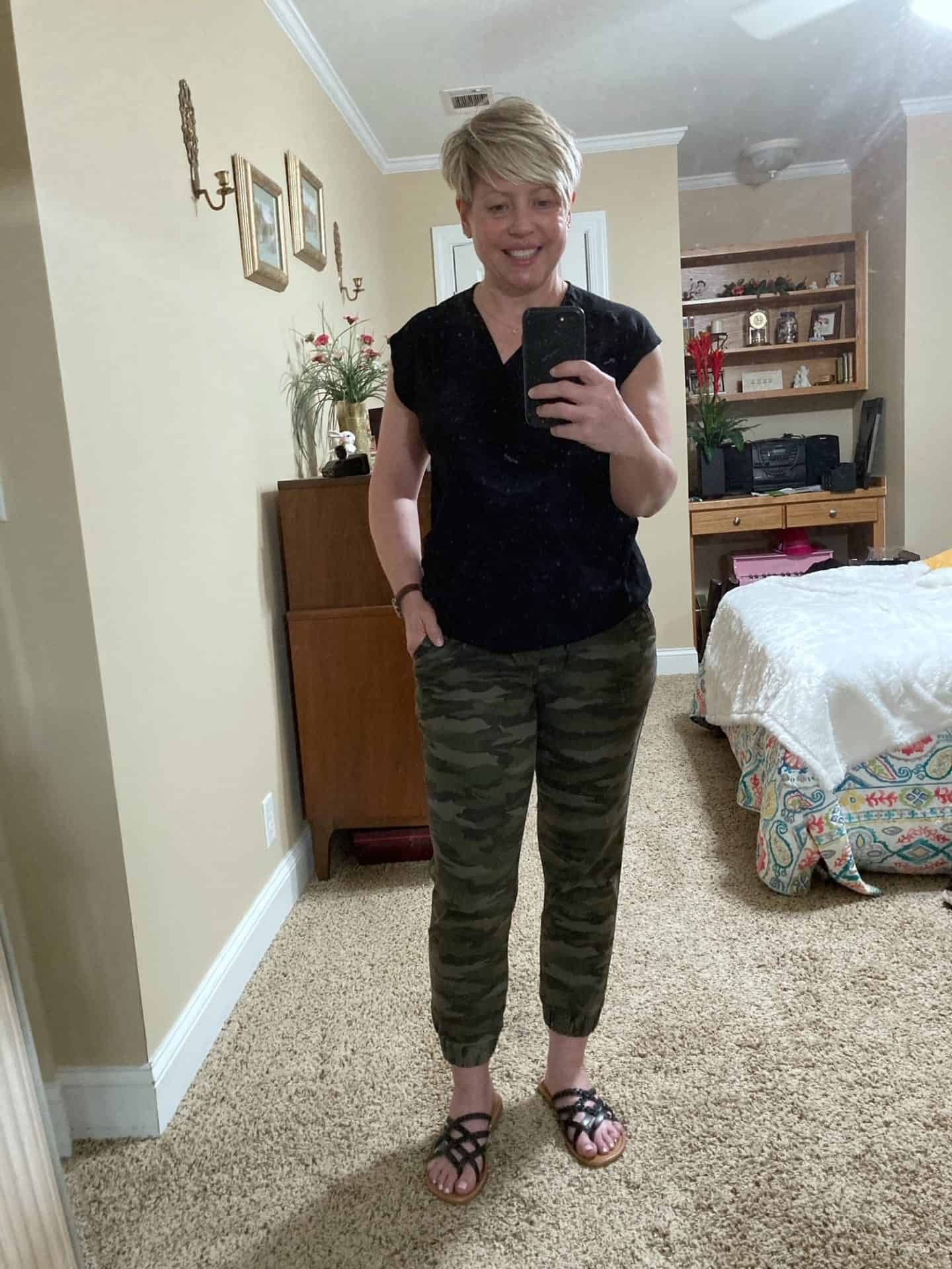 womens summer outfit with camo joggers