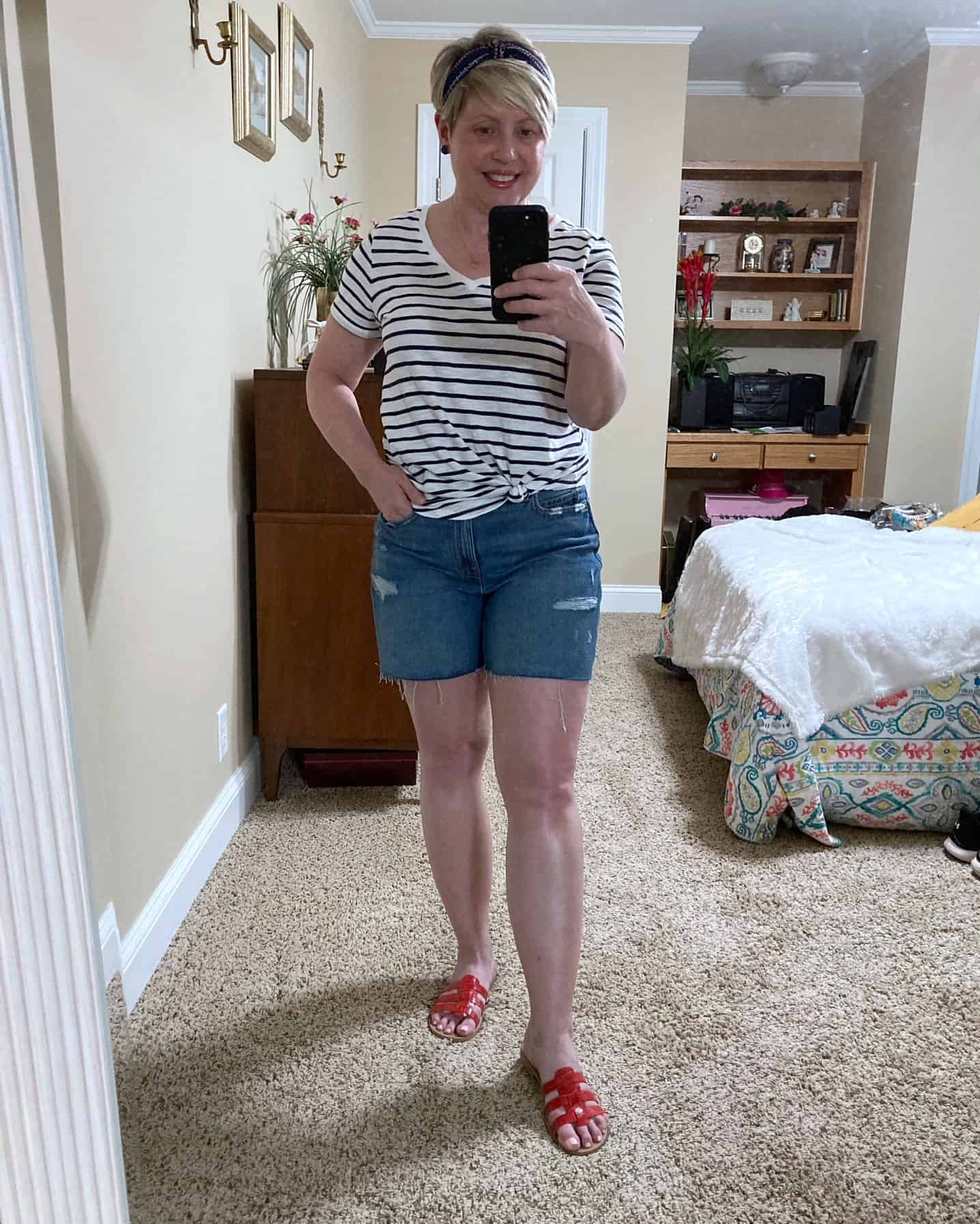 womens striped tshirt and shorts outfit