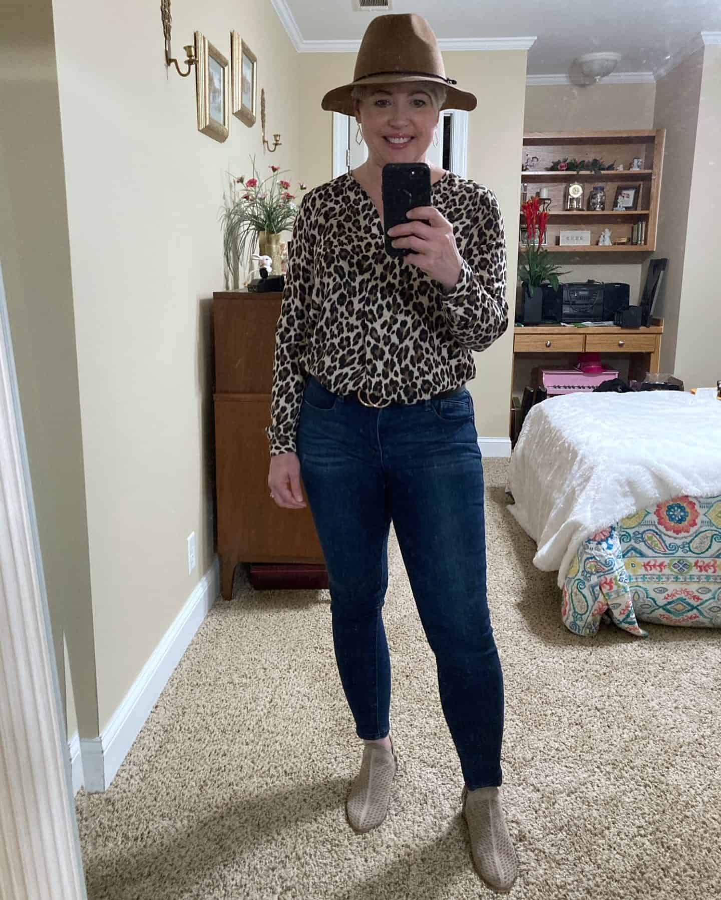 womens fall outfit with leopard top and felt hat