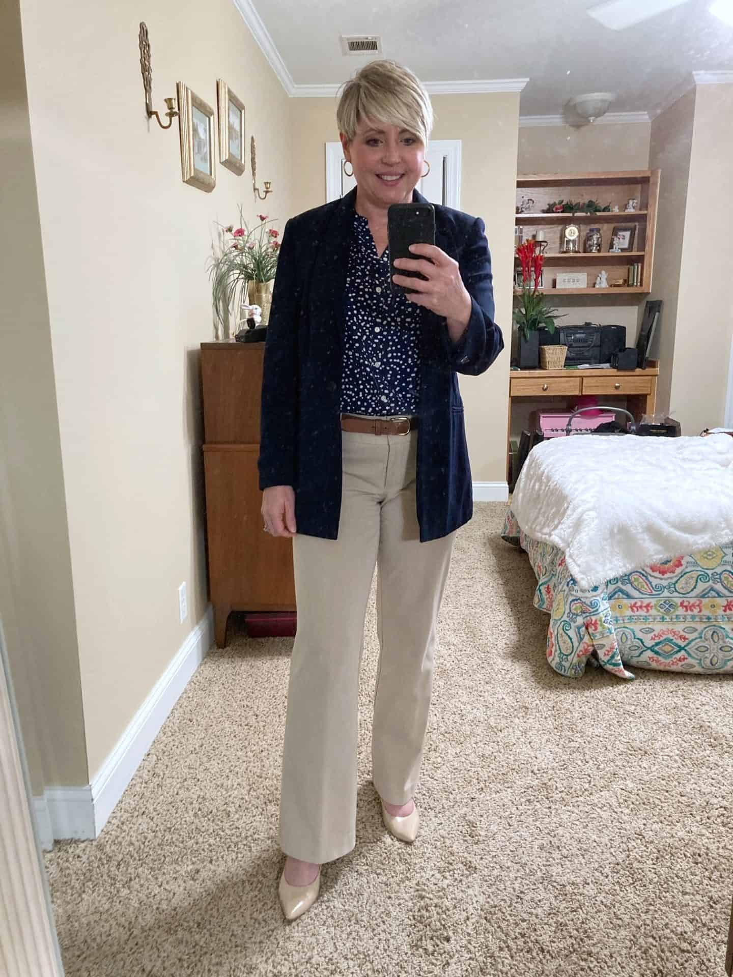 womens business casual work outfit with navy blazer