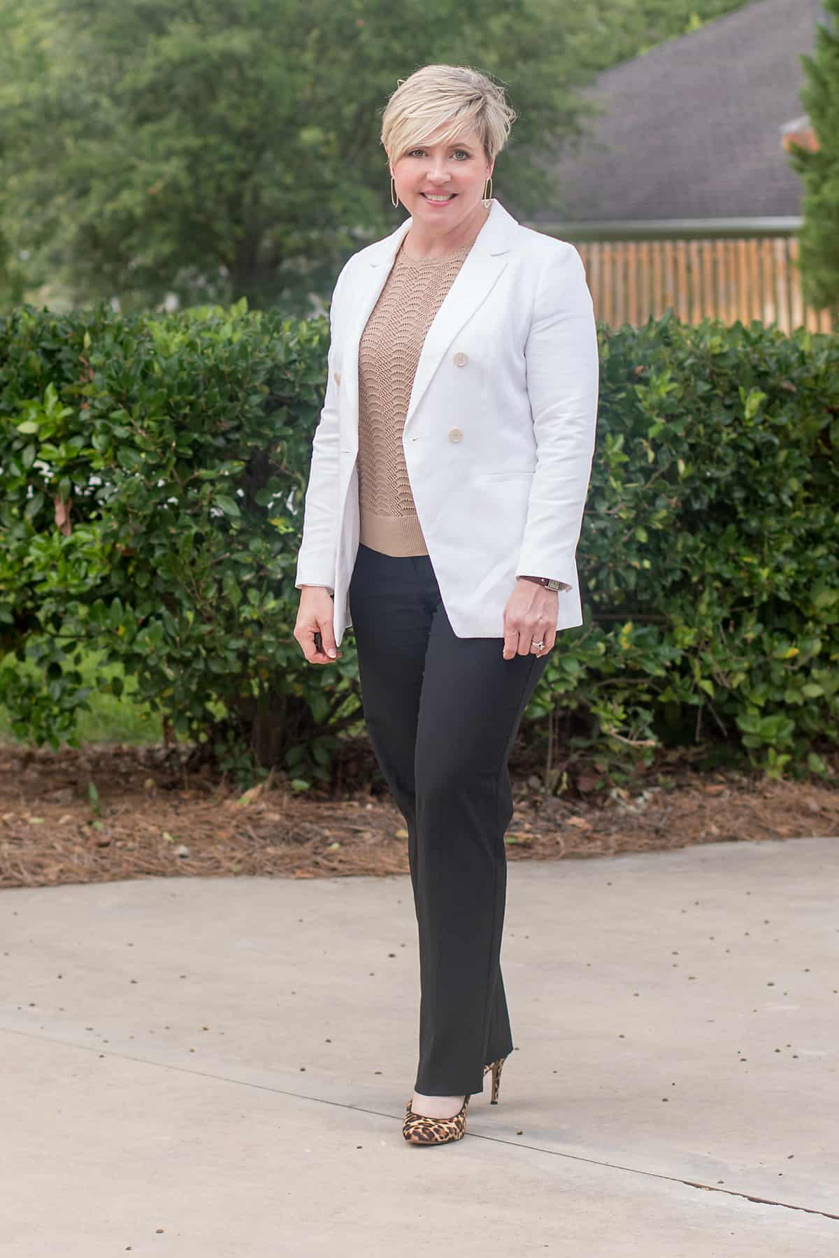 womens business casual outfit with white blazer