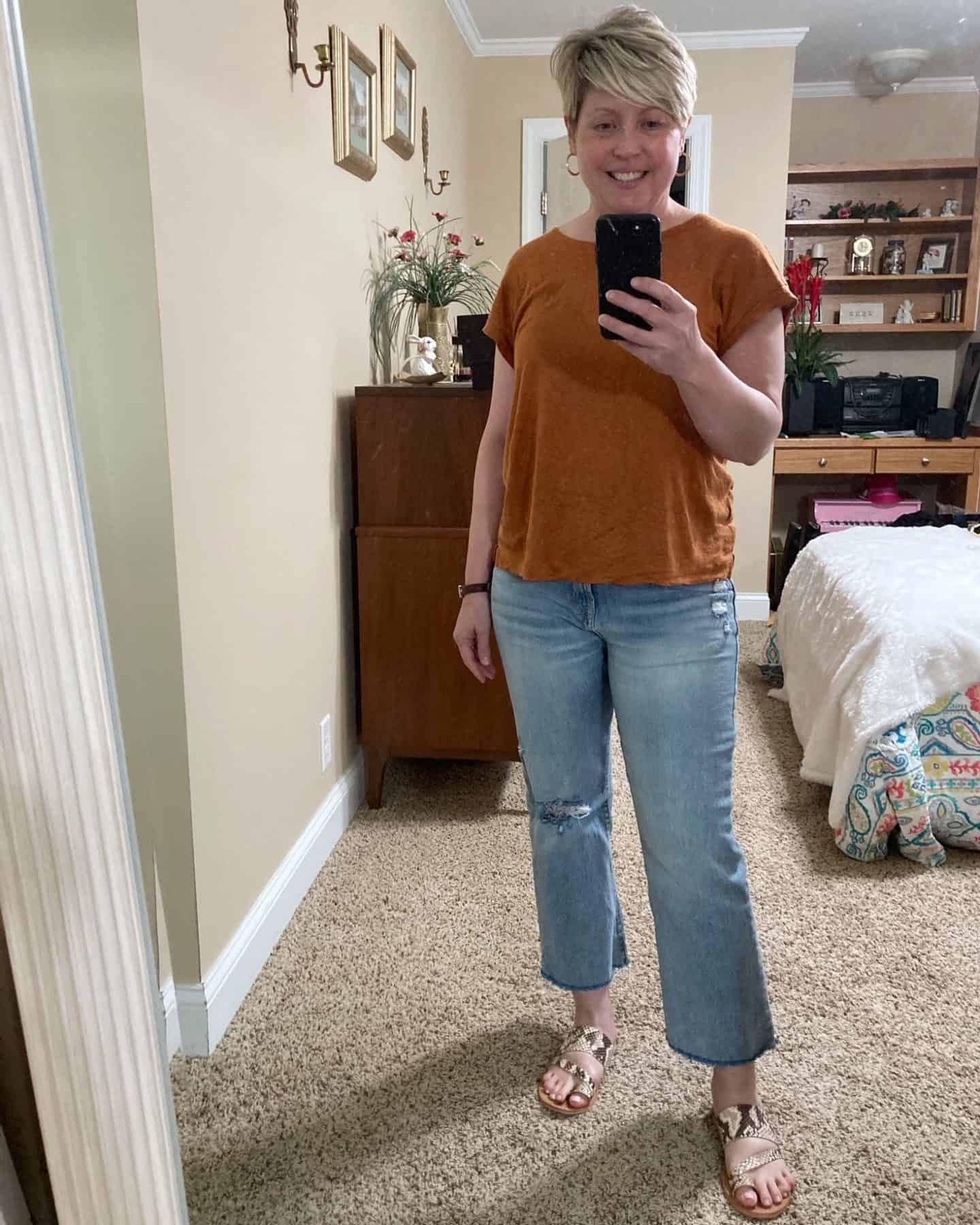 jeans and tee outfit