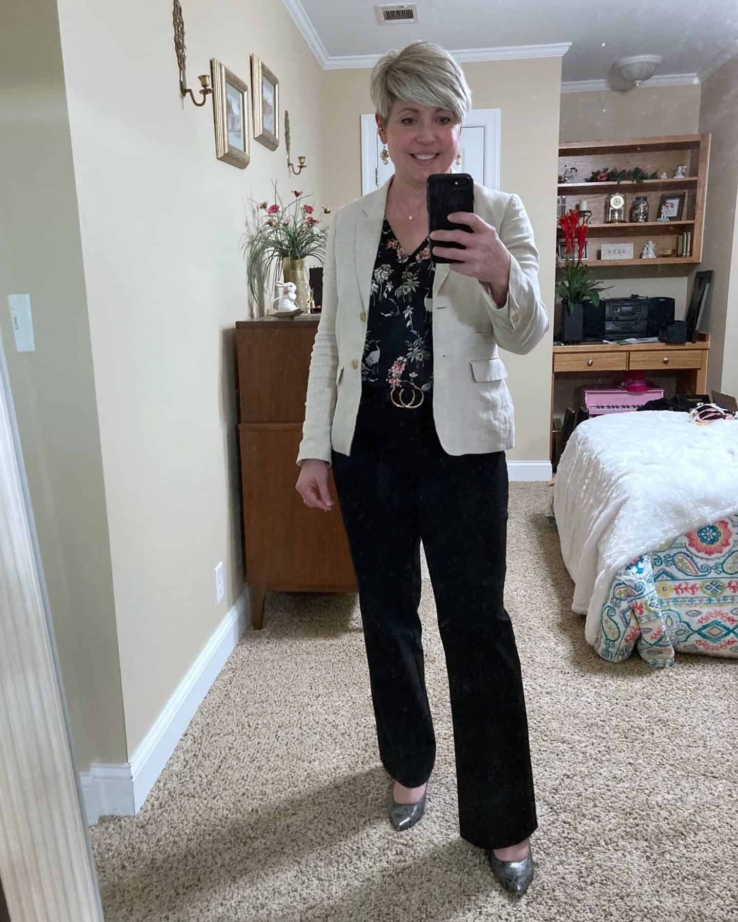 beige linen blazer and black pants office outfits