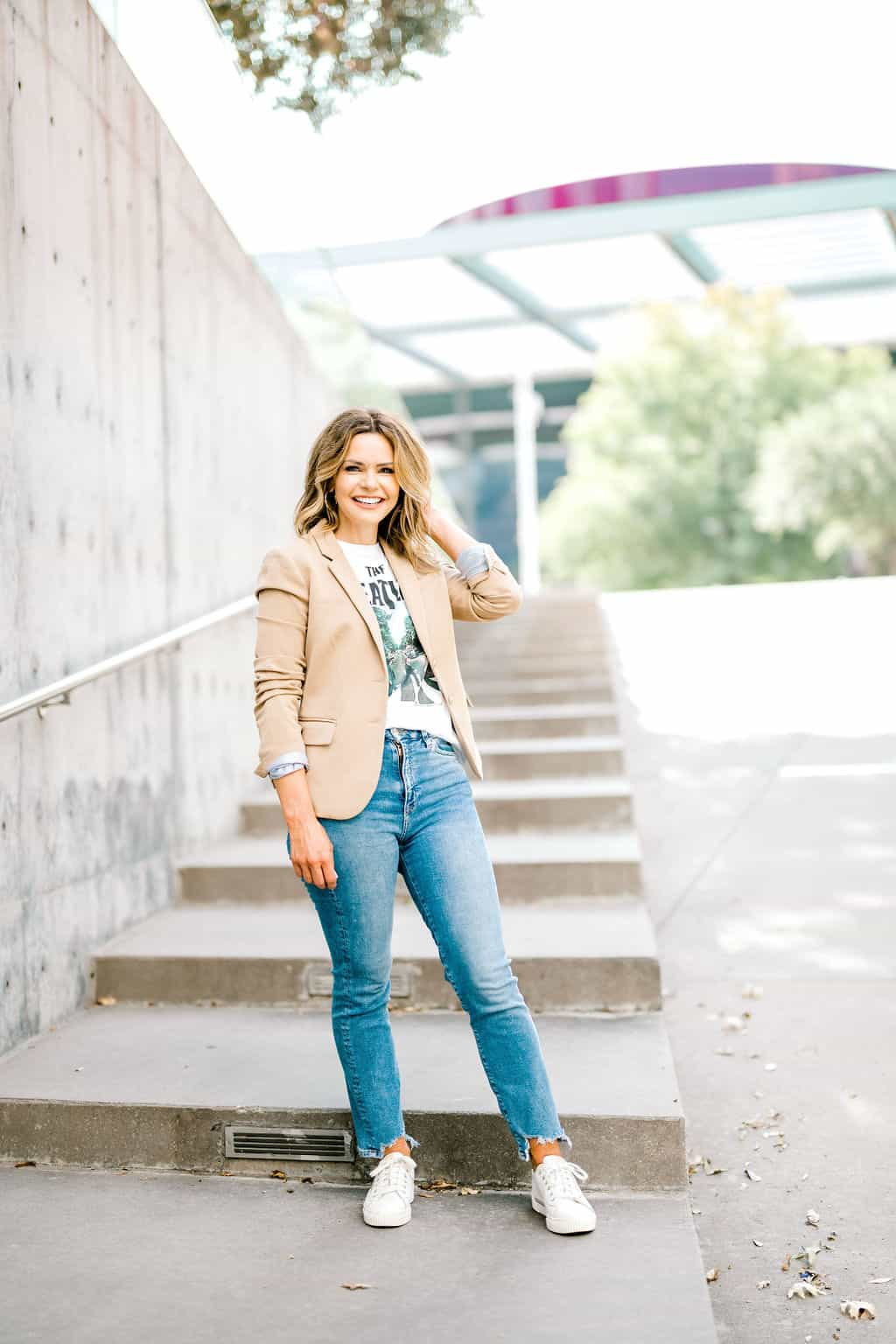 fall outfit with blazer and graphic tee