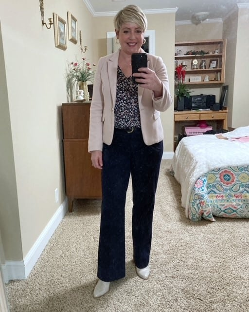 navy trousers office outfit for women