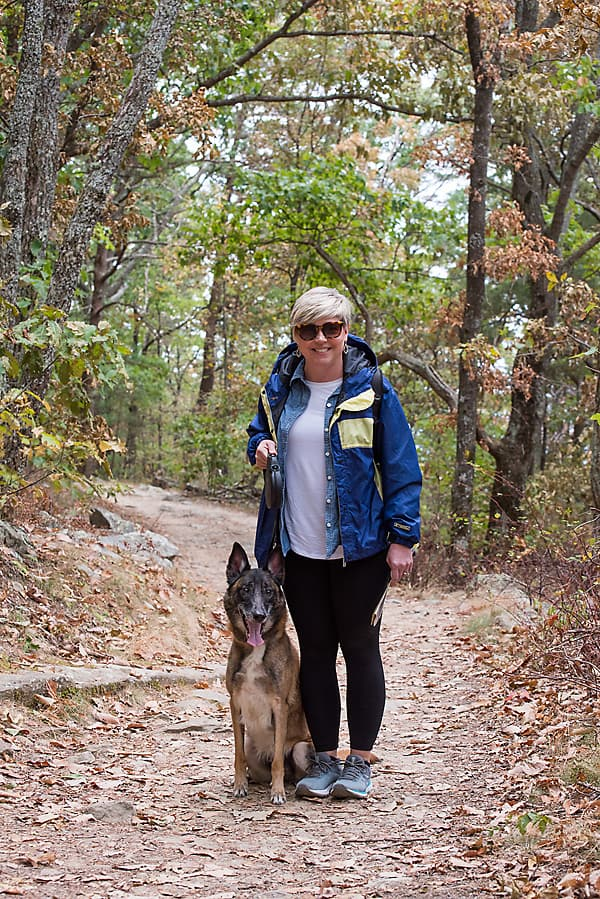 woman in leggings outfit hiking with dog in Fort Mountain