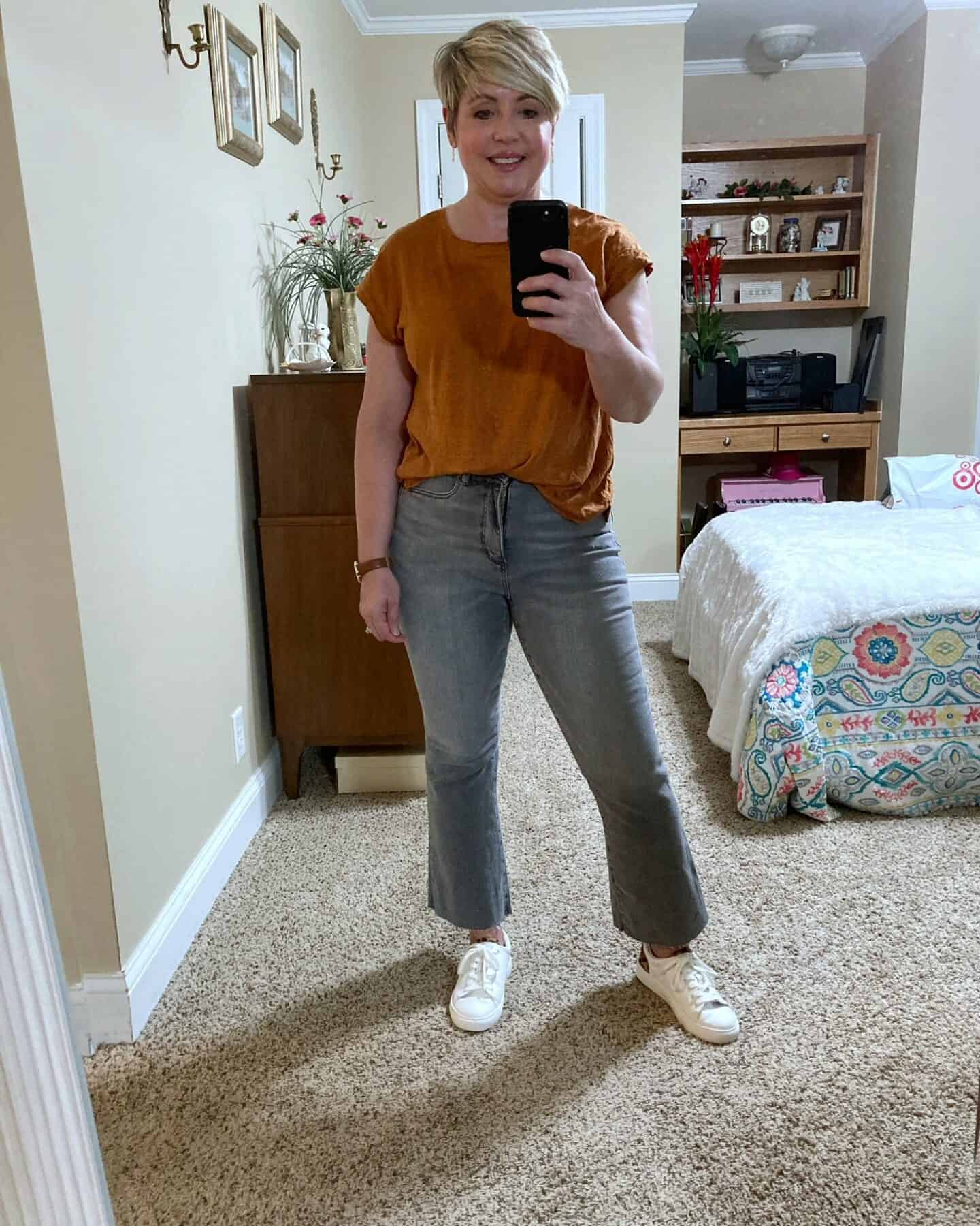 grey jeans outfit with linen tee